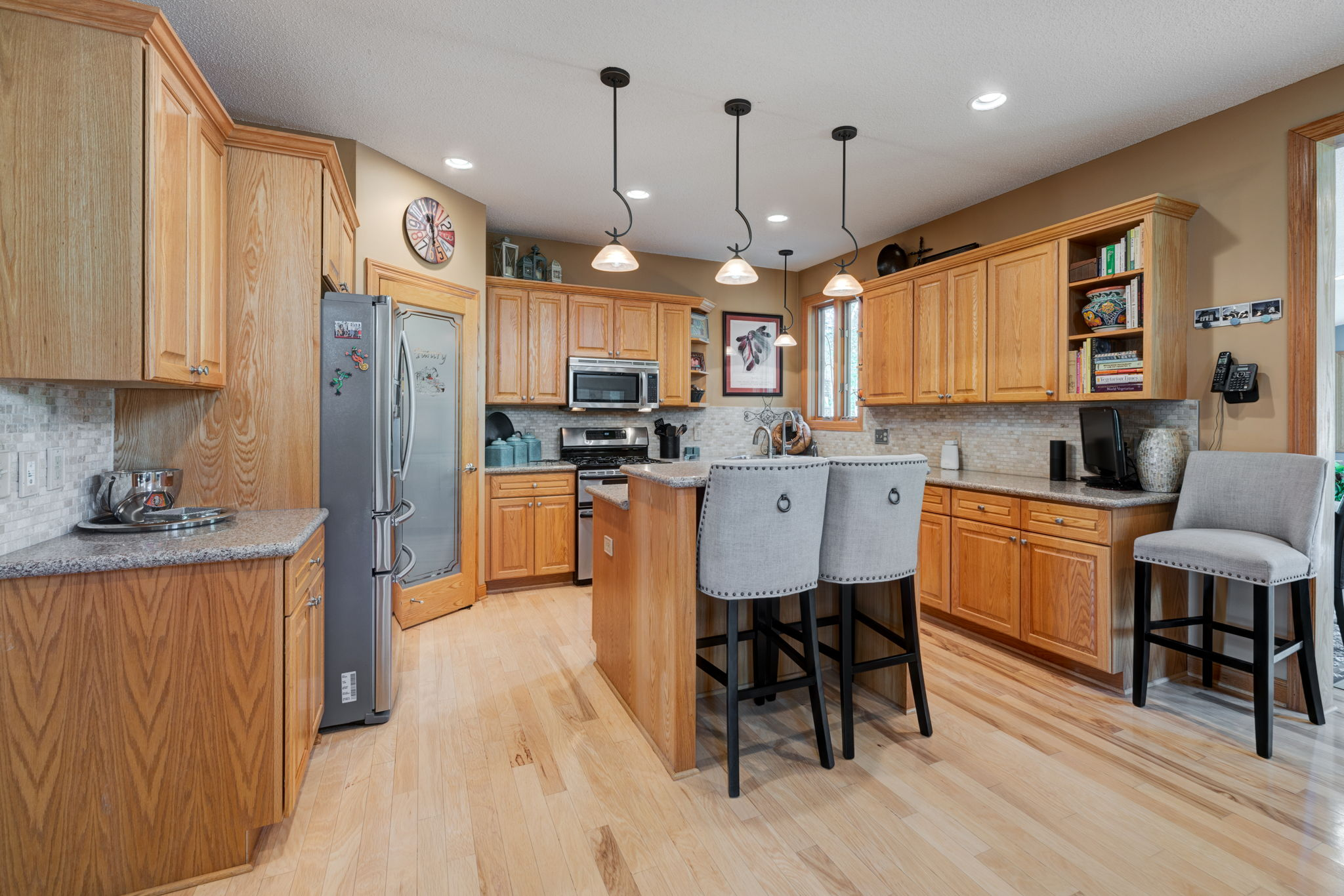 Kitchen/Breakfast Bar with stainless Steel Appliances and Walk-In Pantry