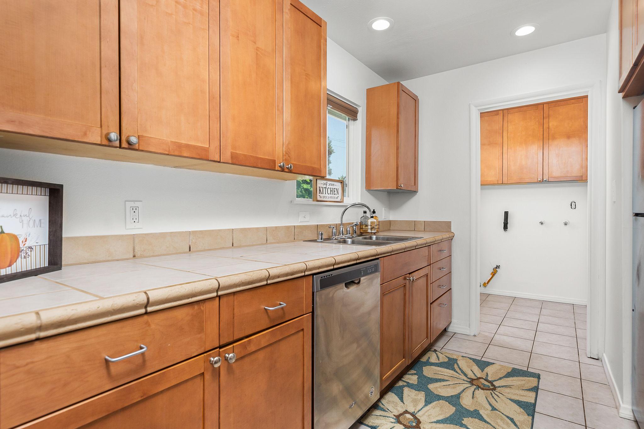 697 Goodhope St, Oak View, CA 93022, USA Photo 11
