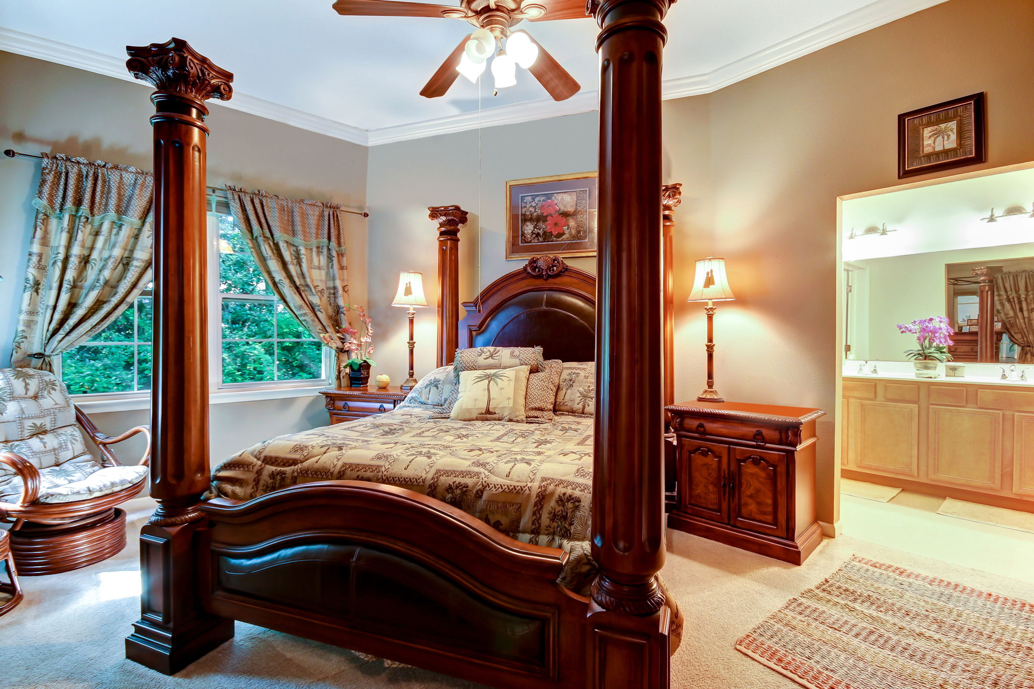 Large master bedroom easily accommodates kingsize bed and nightstands