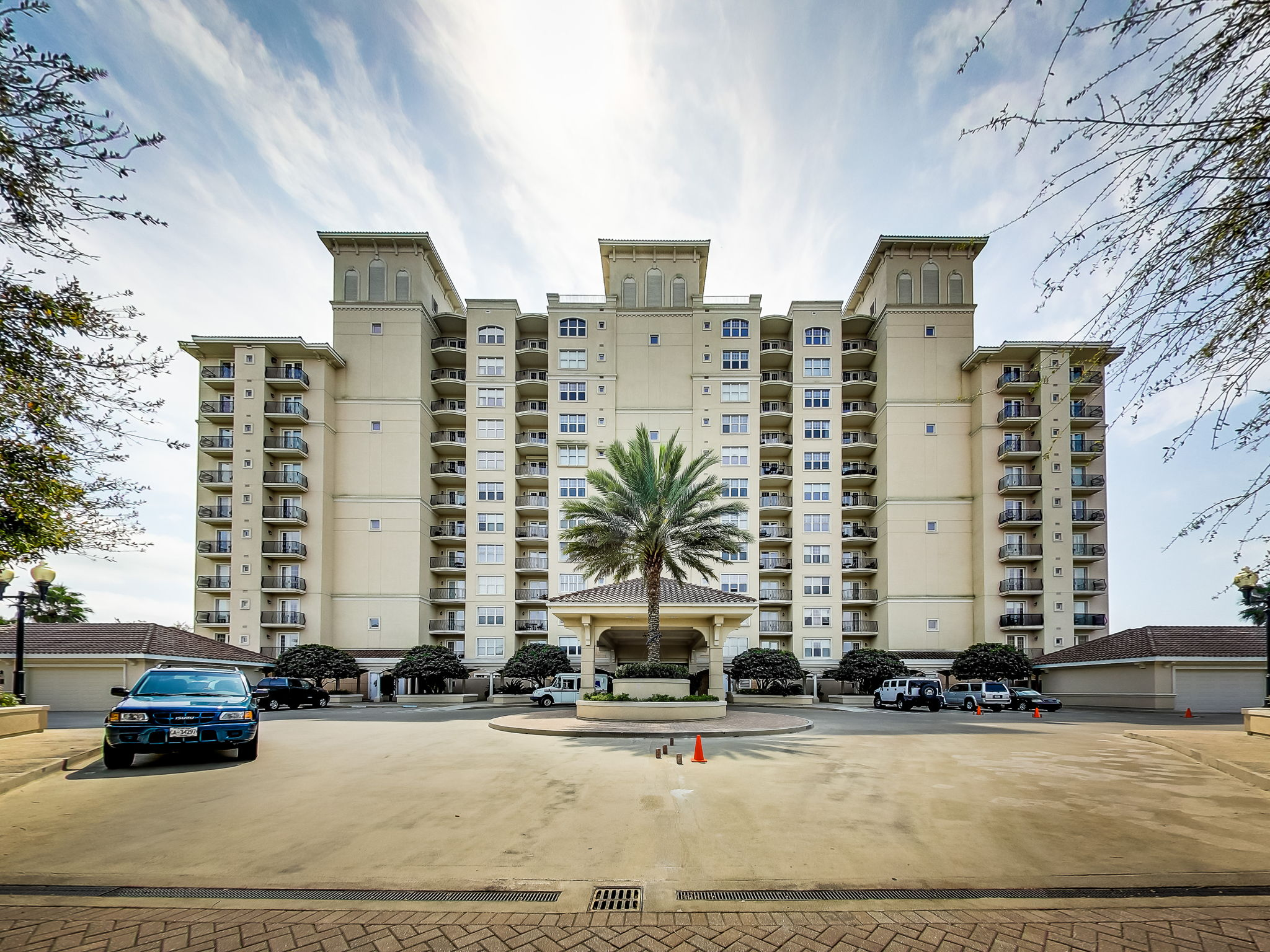 Welcome to 2358 Riverside Avenue Unit 502