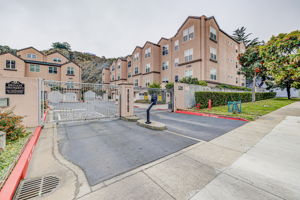 225 Stoneridge Ln, San Francisco, CA 94134, USA Photo 1