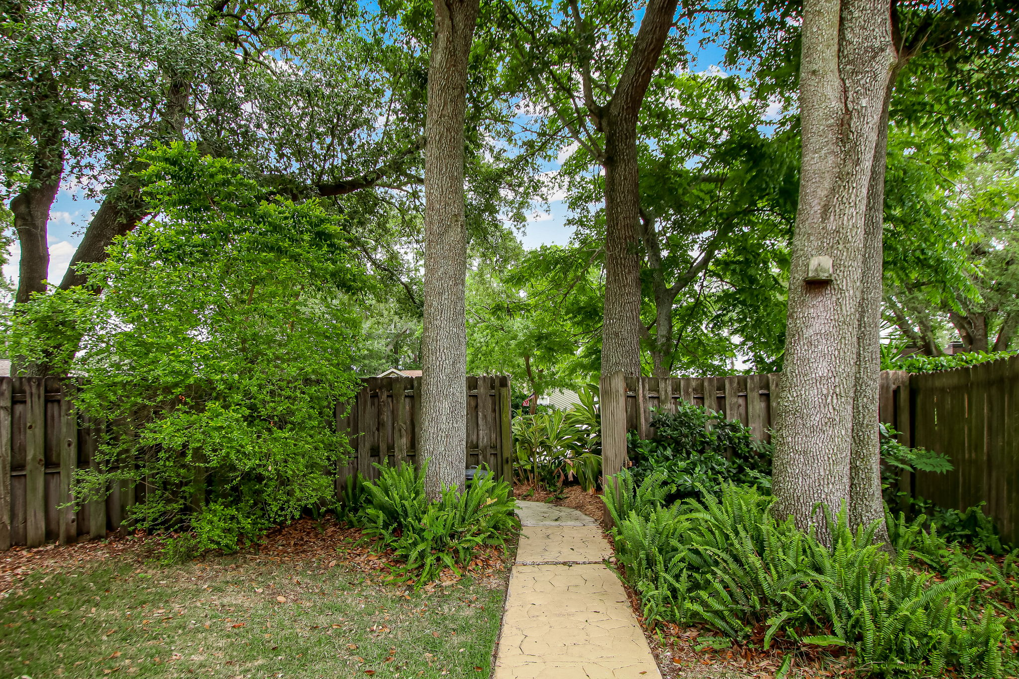 Walk to Driveway Gate (Guest Access to Pool)