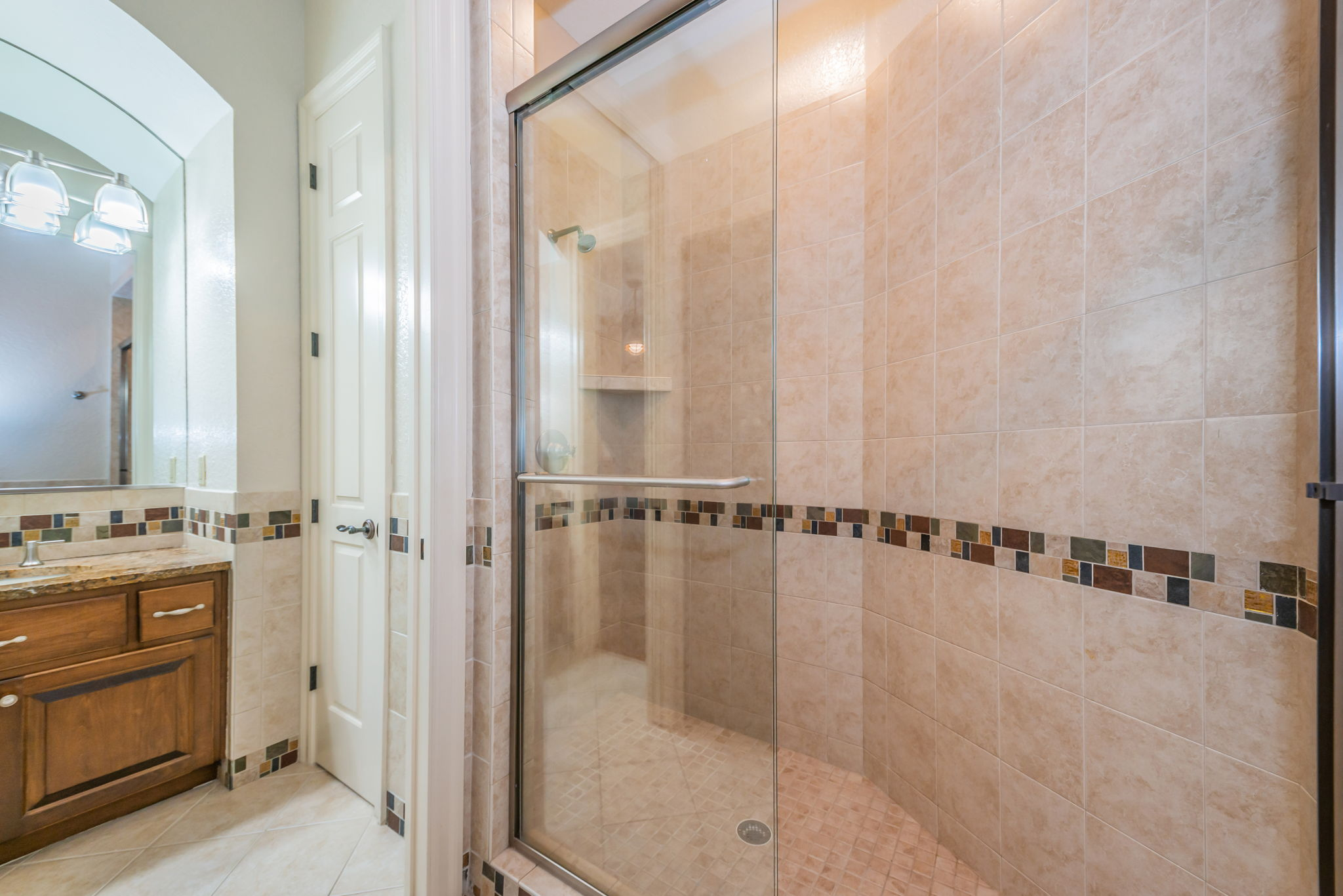 Upper Level Jack n Jill Bathroom1b