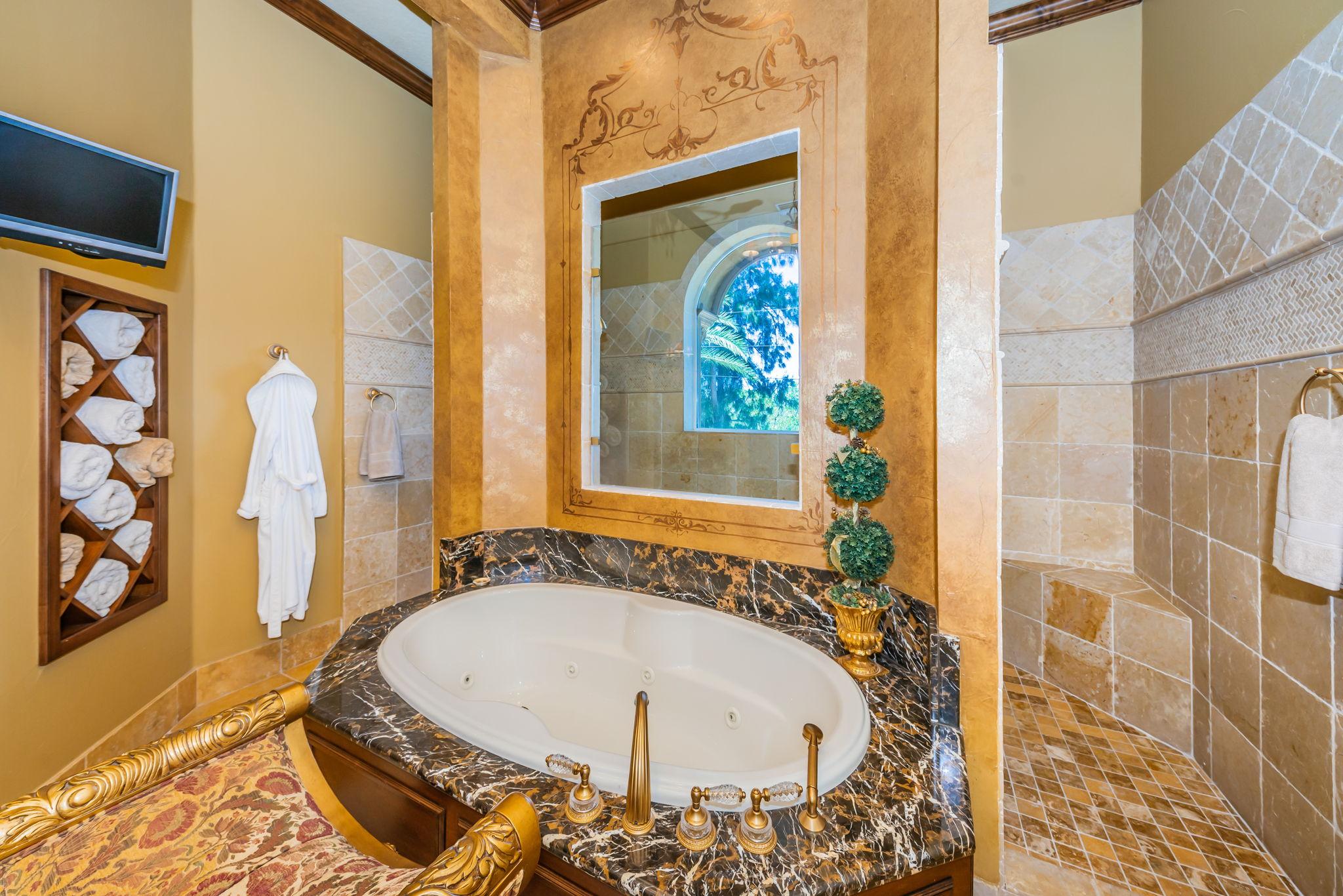 Master Bathroom1d