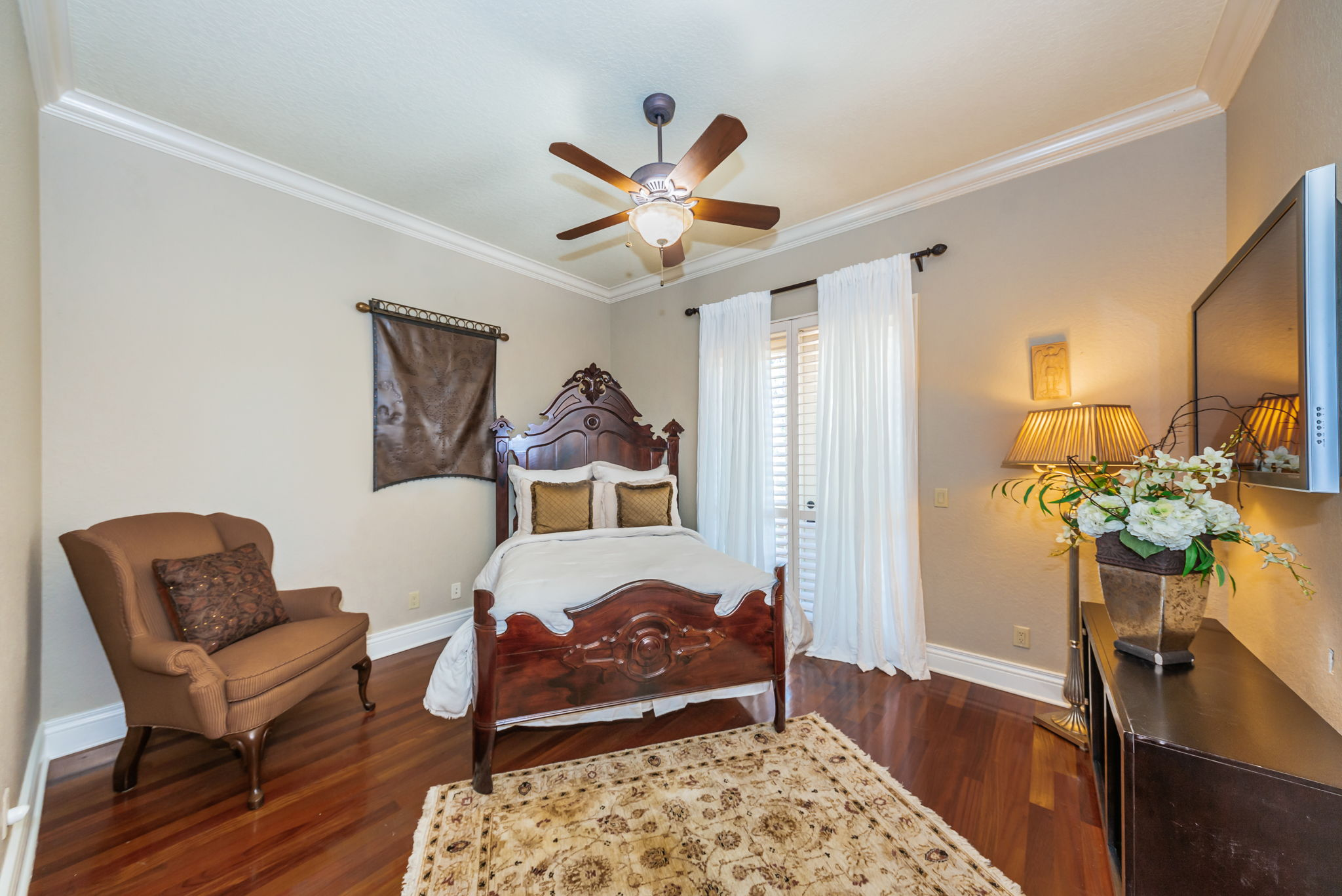Main Level Guest Bedroom1a