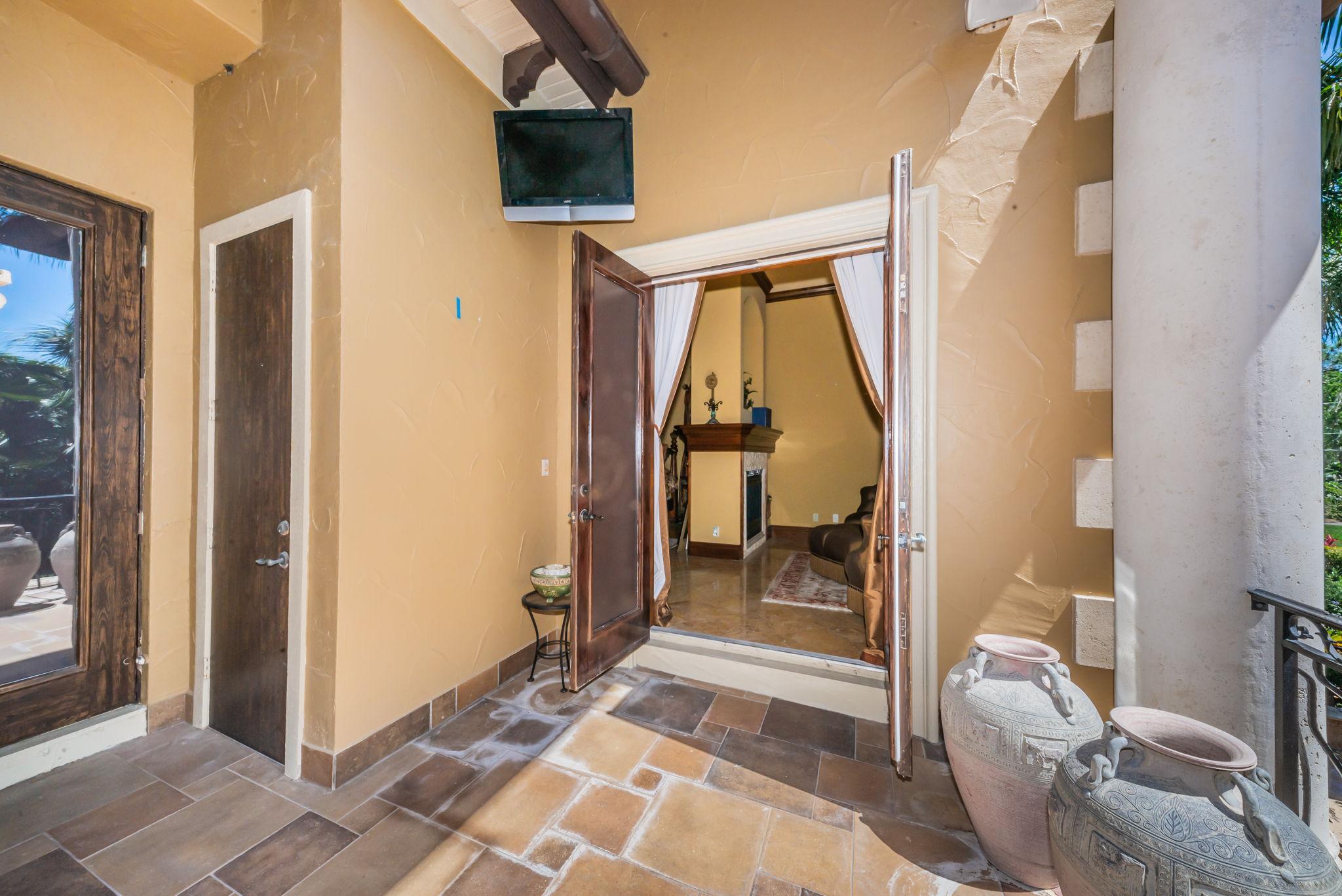 Master Bedroom Lanai