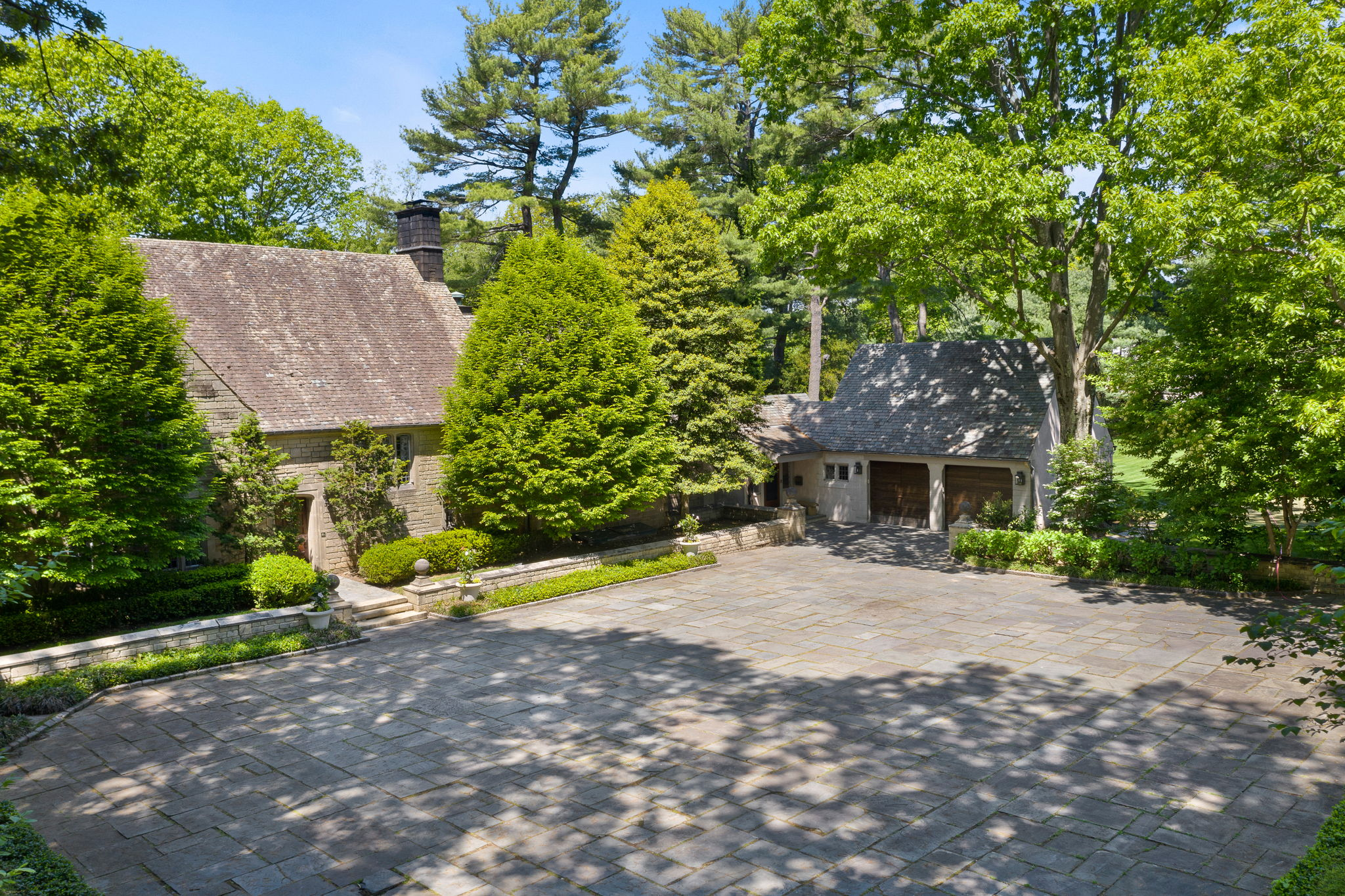 2a Melby Ln, East Hills, NY 11576, US Photo 6