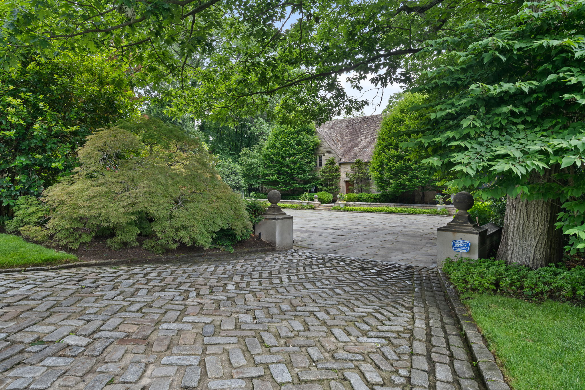 2a Melby Ln, East Hills, NY 11576, US