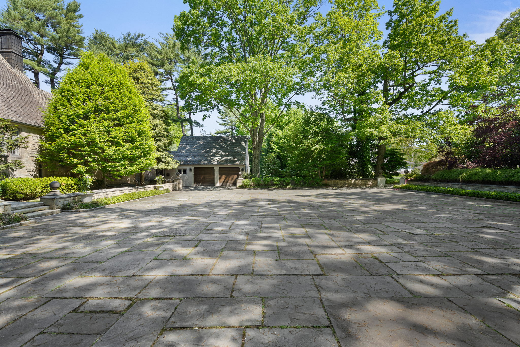 2a Melby Ln, East Hills, NY 11576, US Photo 5