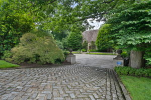 2a Melby Ln, East Hills, NY 11576, US Photo 0