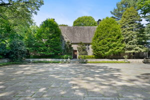 2a Melby Ln, East Hills, NY 11576, US Photo 2