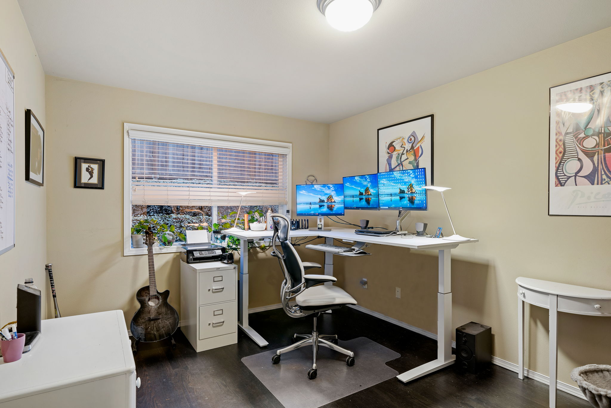 Fantastic flex space room. Perfect for your home office, guest suite or home gym