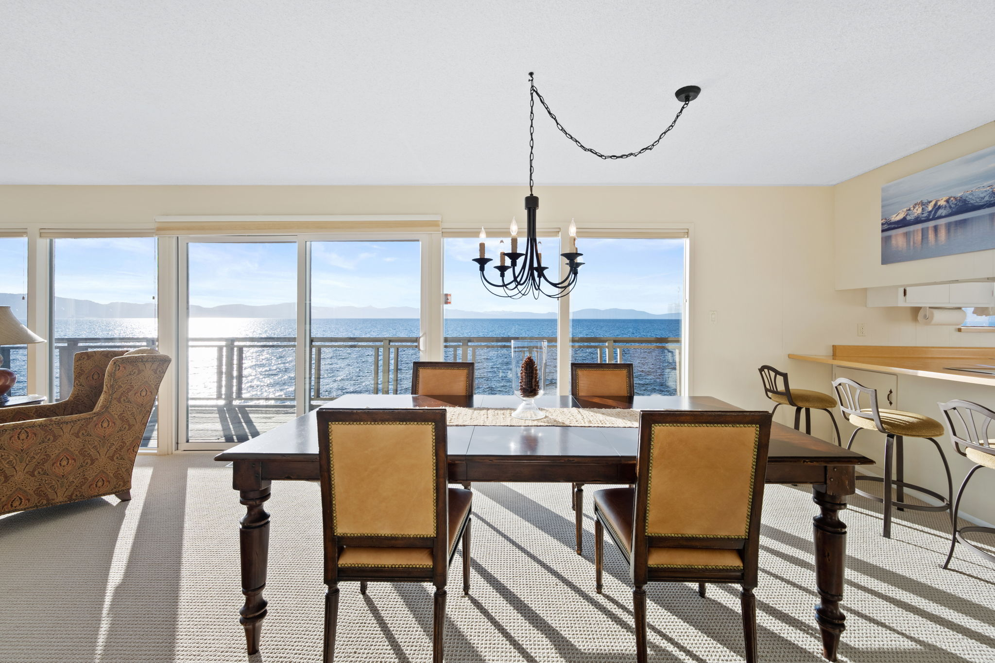 Dining Room Lake View