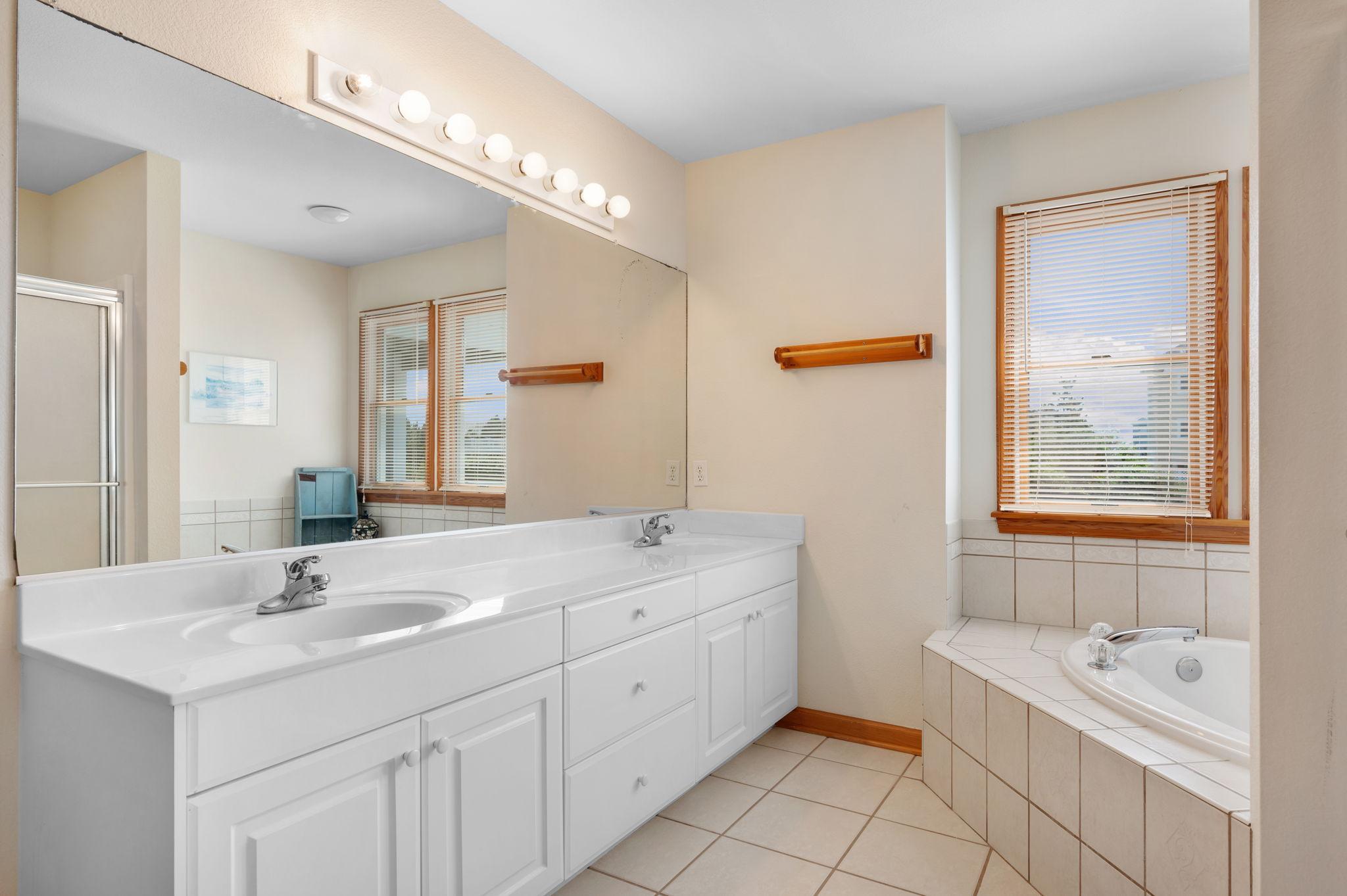 795 Mercury Road   Mid Level Bedroom 3 - Private Bath