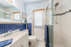 Master Bathroom 1a-3