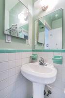 Bathroom 3a-2