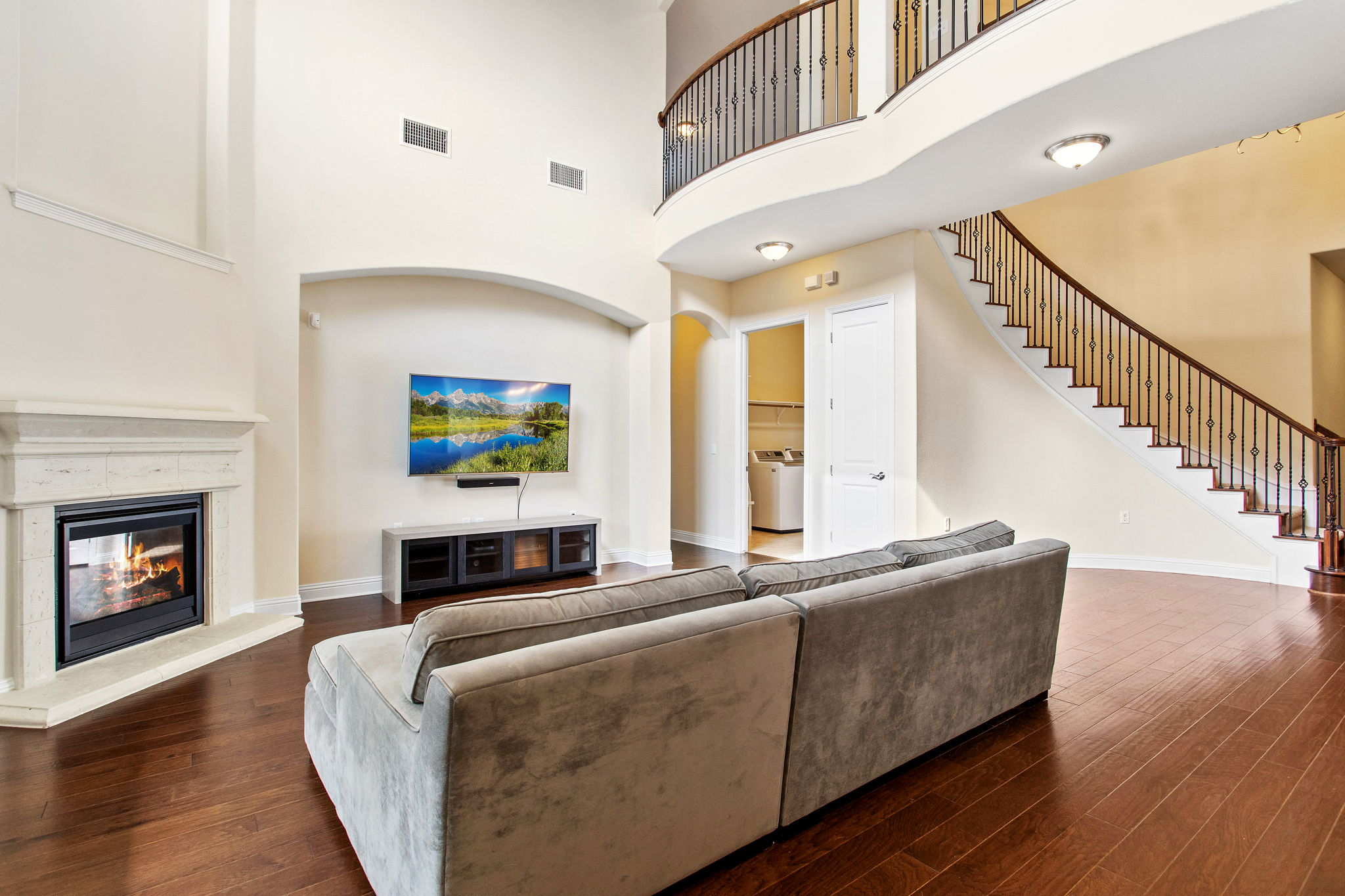 2-story ceiling height above family room