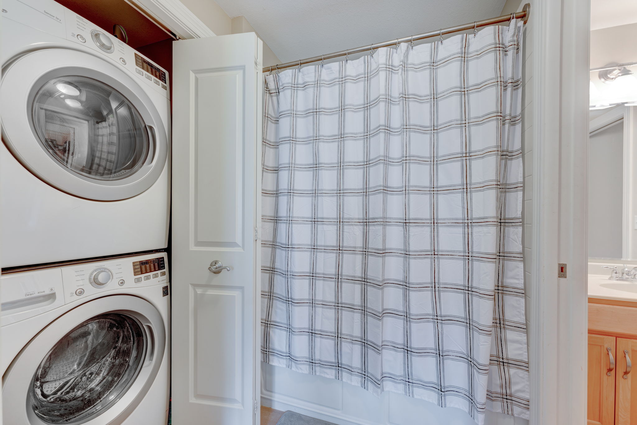 Shower/Laundry