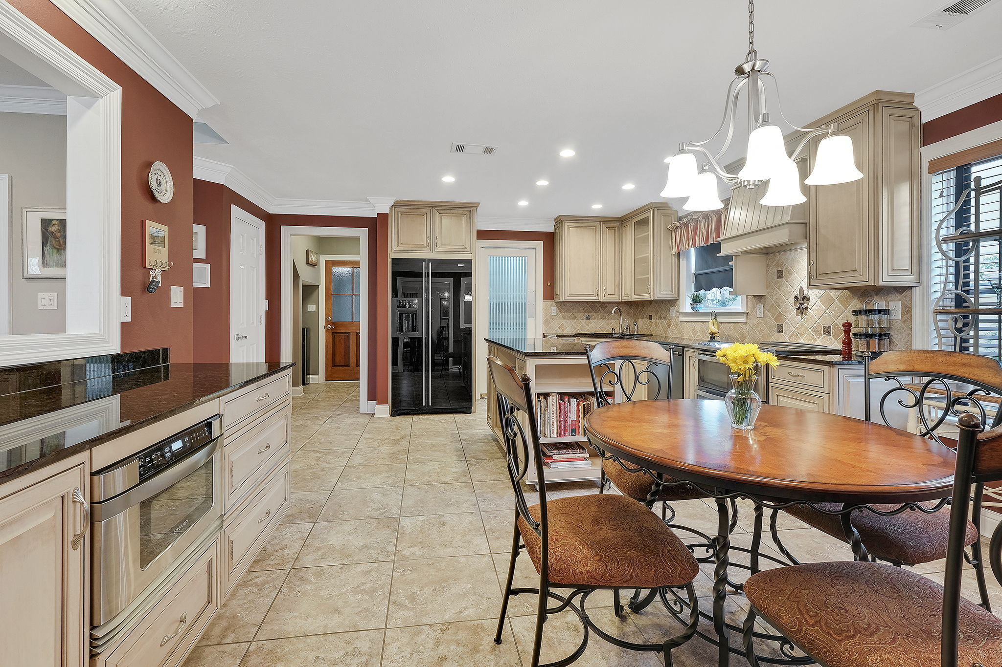 This Kitchen has everything you need!