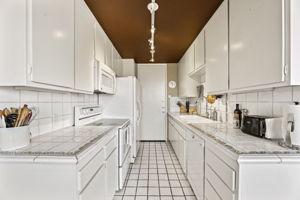 10751 Wilshire Blvd, Los Angeles, CA 90024, US Photo 15