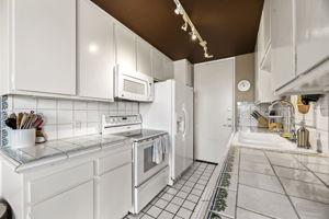10751 Wilshire Blvd, Los Angeles, CA 90024, US Photo 17