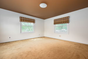20047 Ronsdale Dr, Beverly Hills, MI 48025, USA Photo 36
