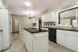 20047 Ronsdale Dr, Beverly Hills, MI 48025, USA Photo 18