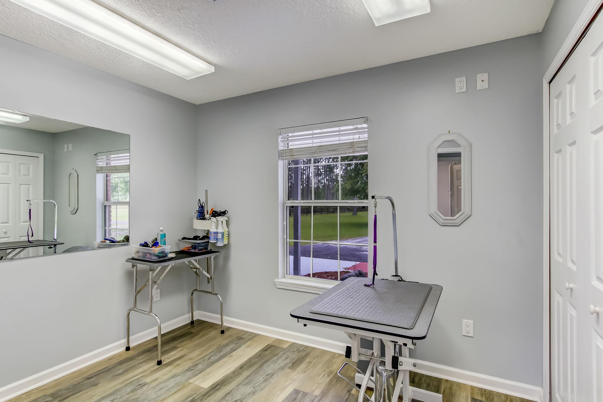 Cottage/Kennel Room 1