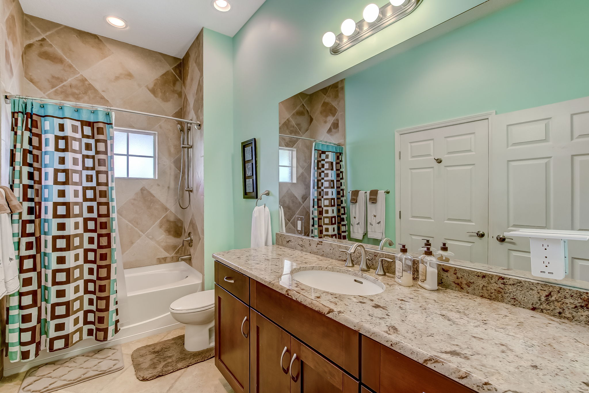 Apartment Guest Bathroom