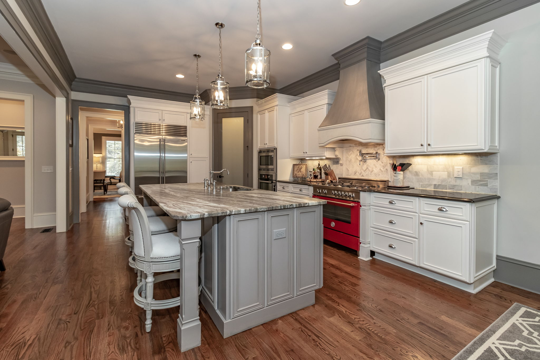 Kitchen - Island With Seating