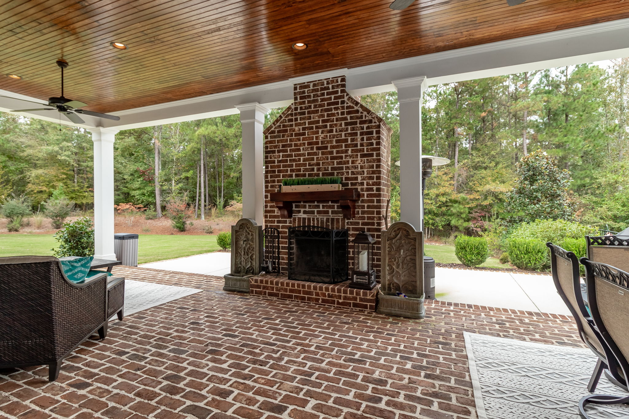 Covered Back Porch - Fire Place