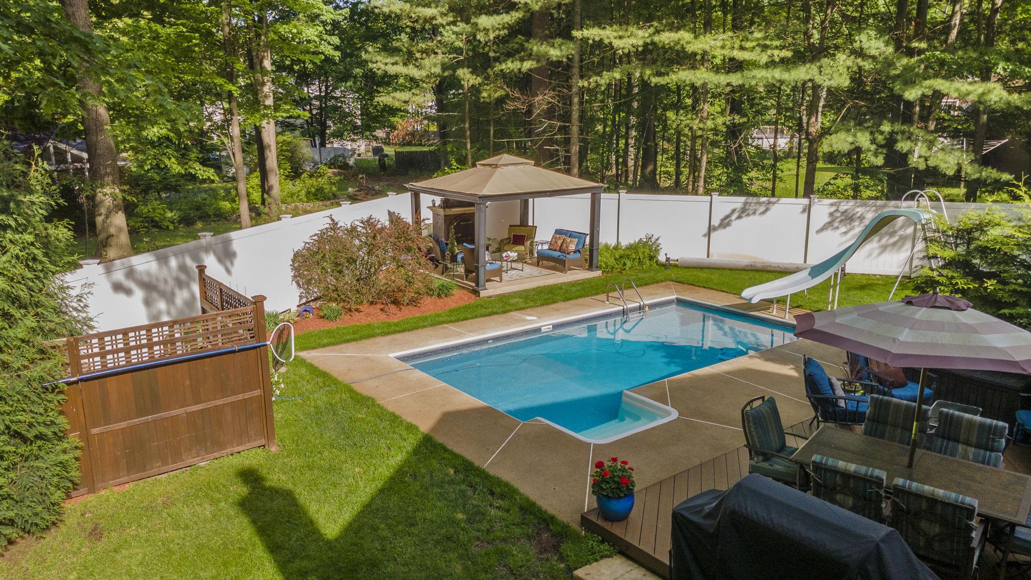 Exterior - Pool & Backyard (1)