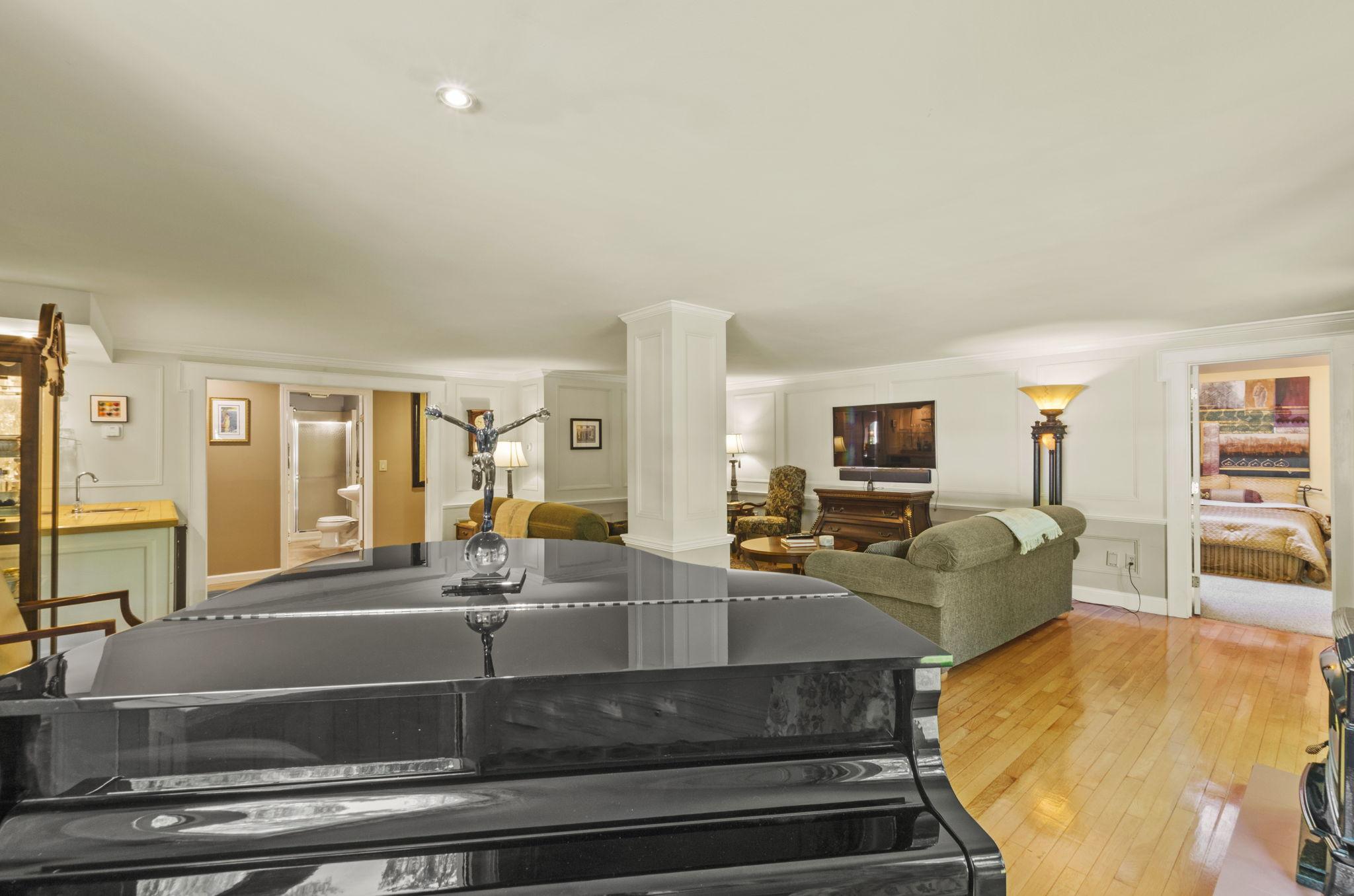 Formal Living Area (3)