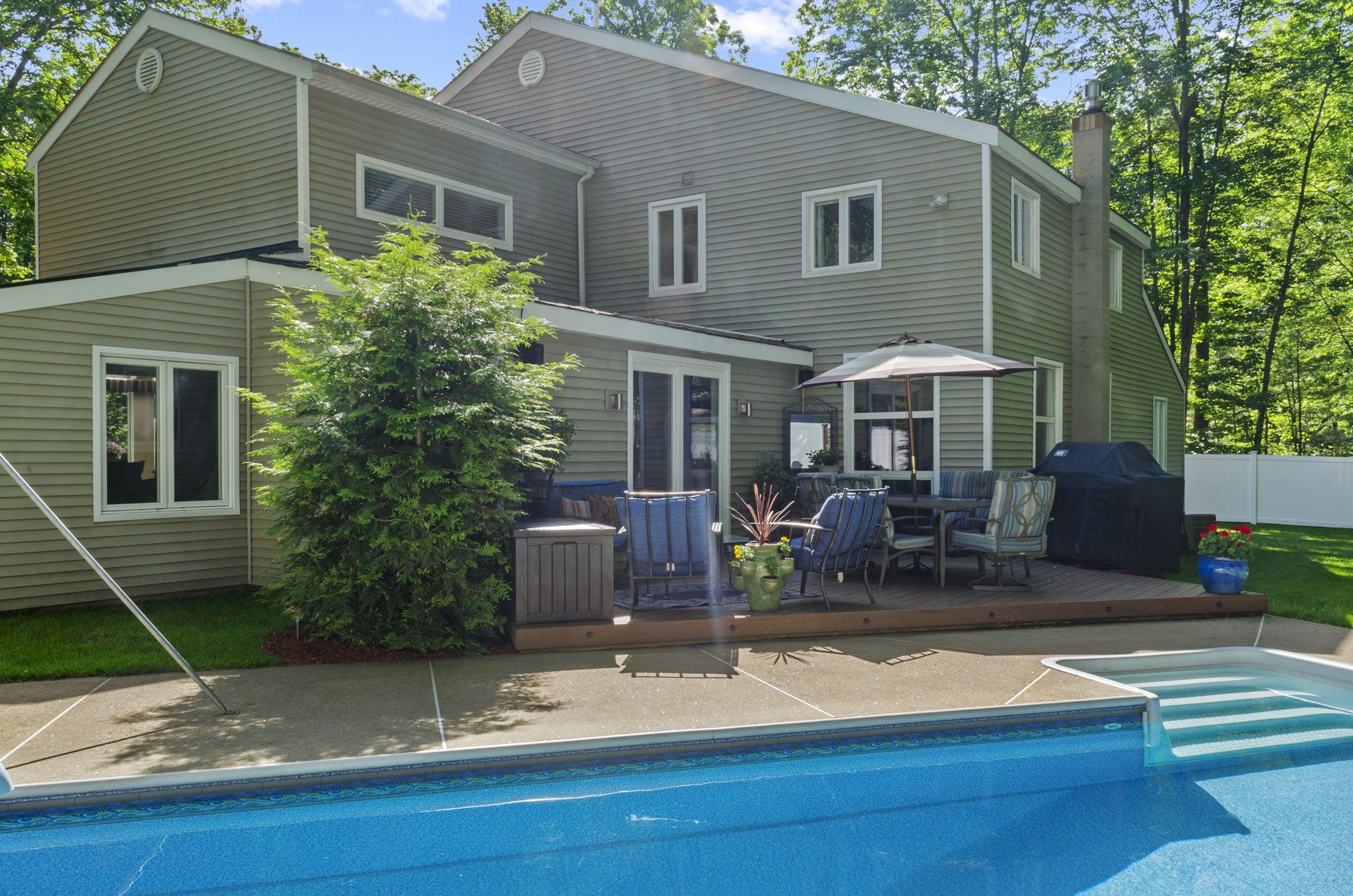 Exterior - Pool & Backyard (5)
