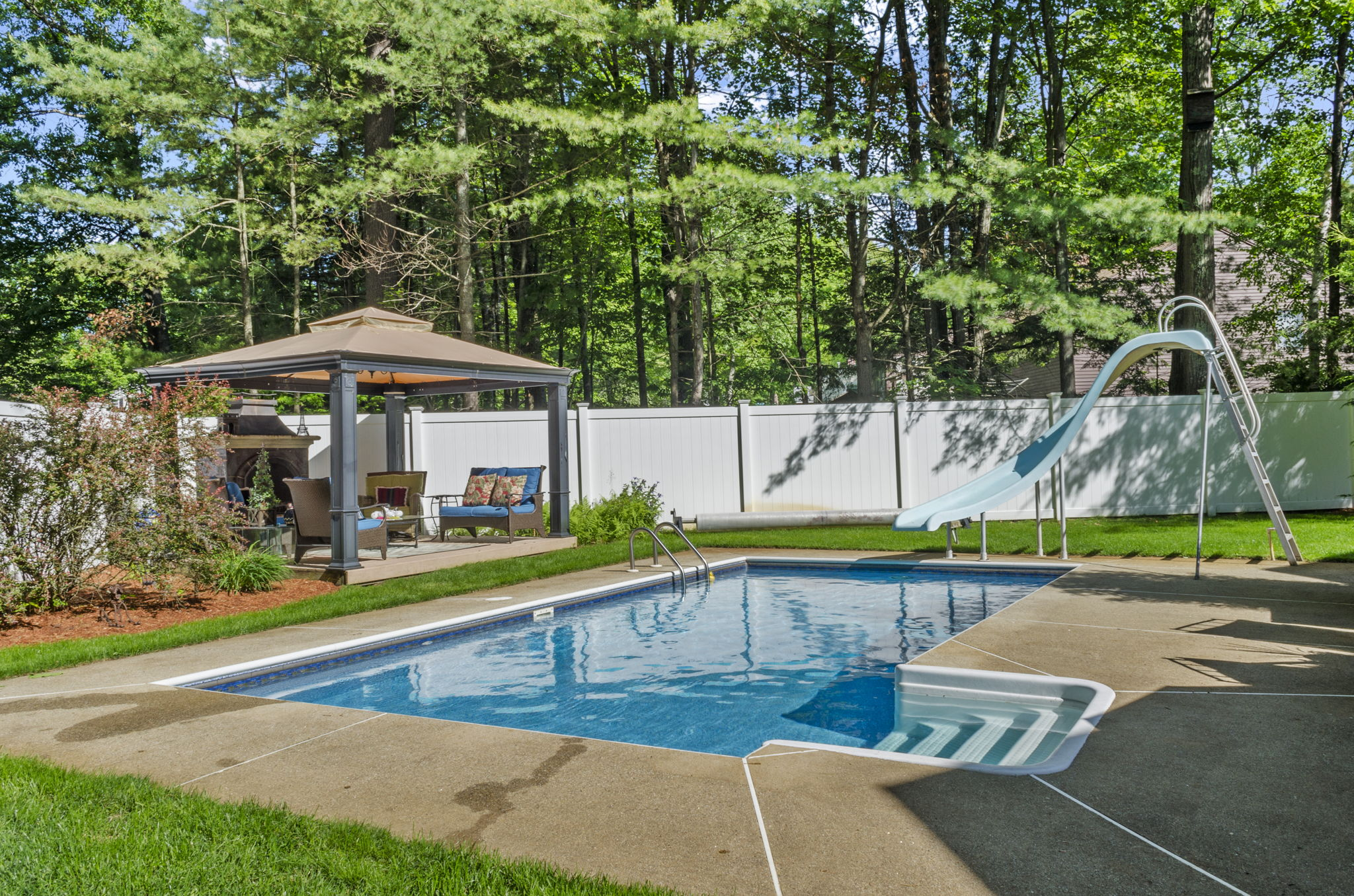 Exterior - Pool & Backyard (4)