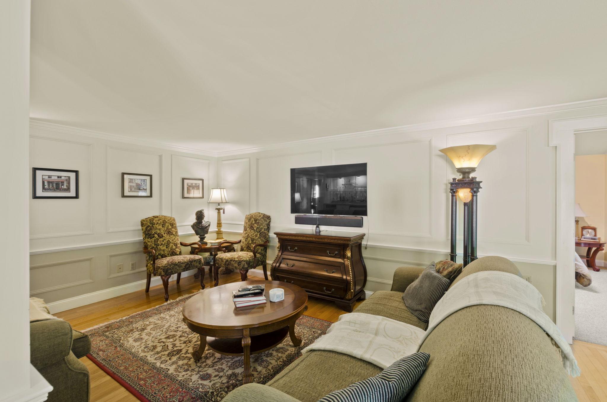 Formal Living Area (4)