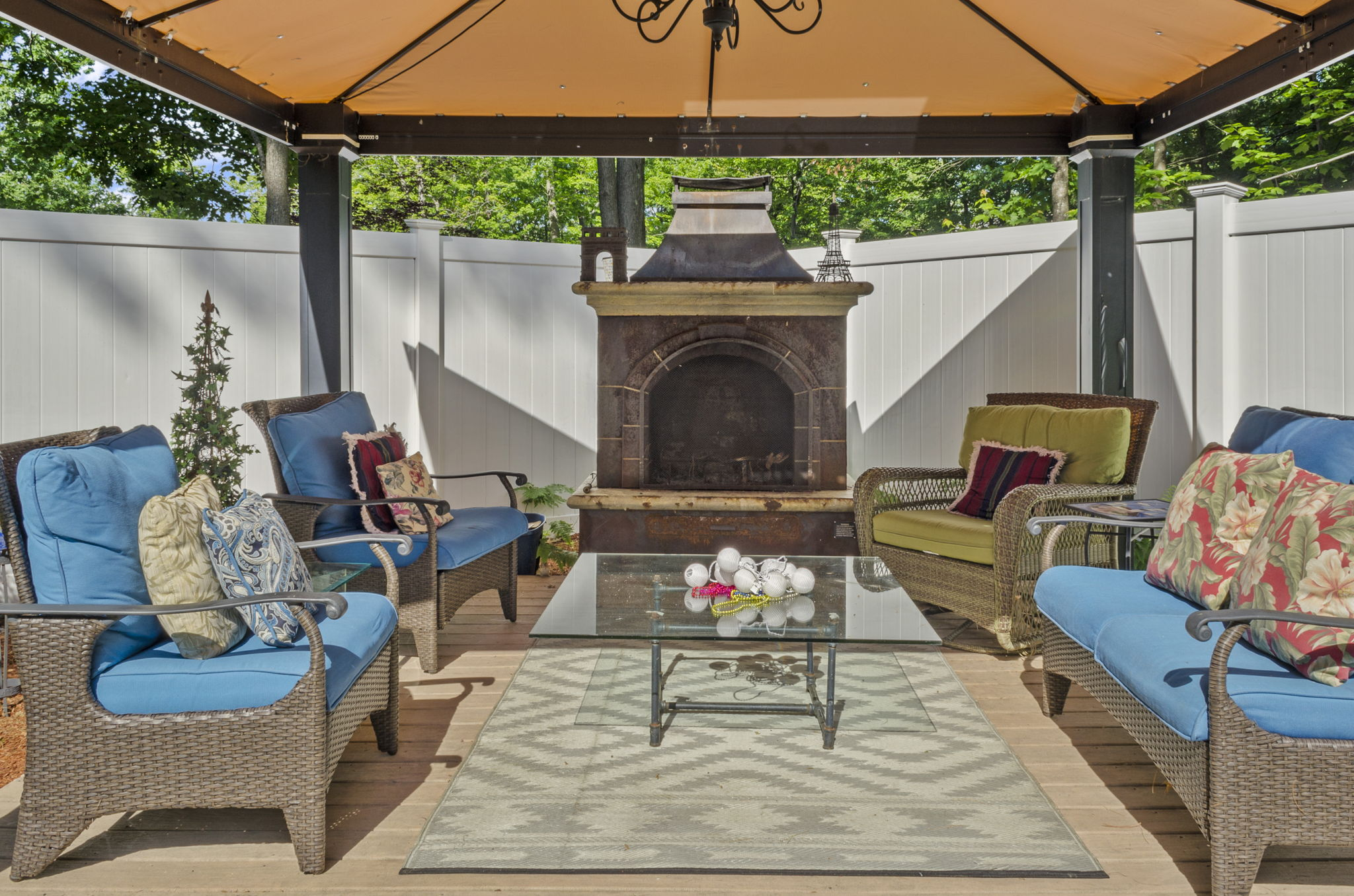 Exterior - Pool & Backyard (6)