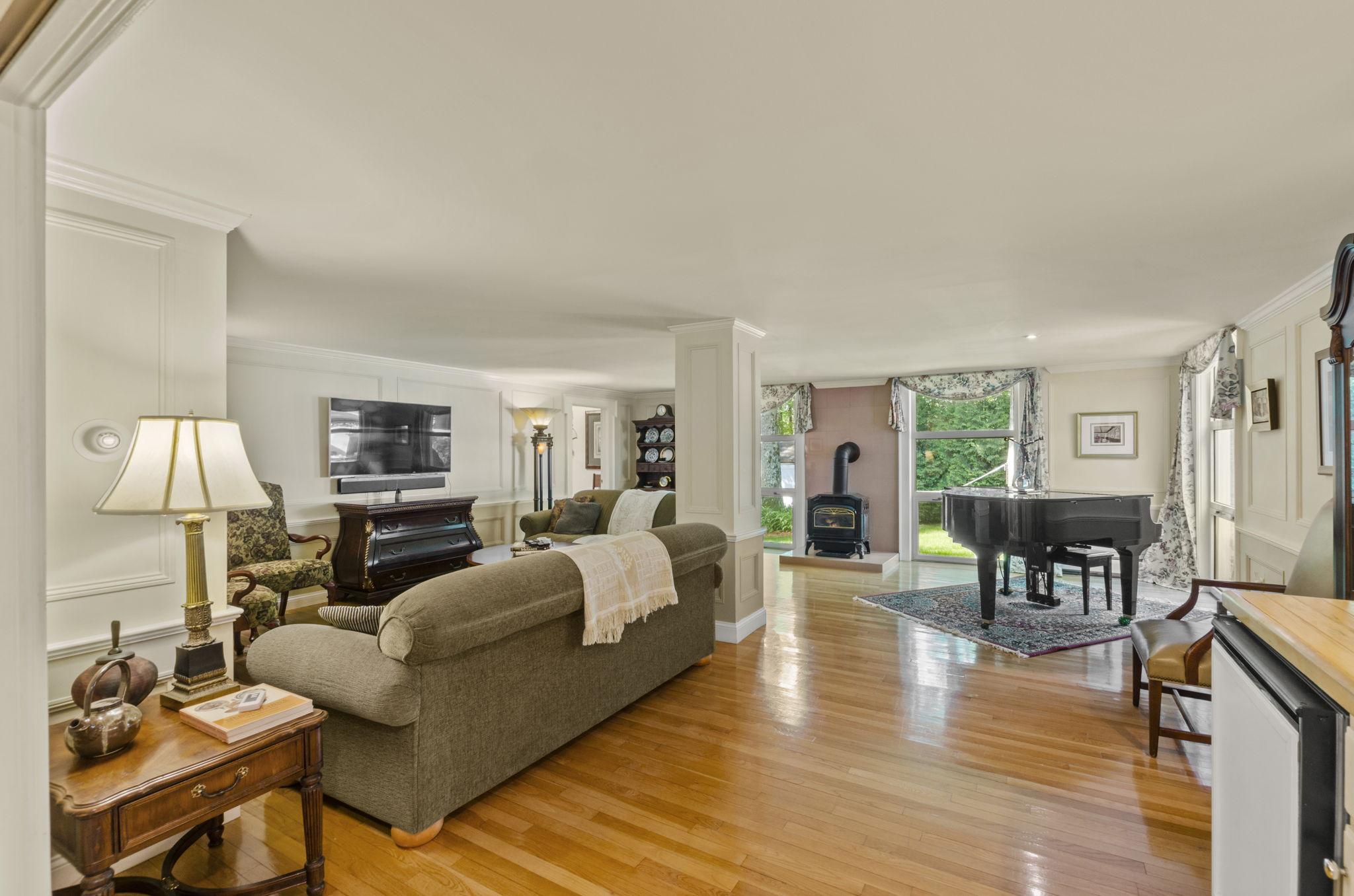 Formal Living Area (1)