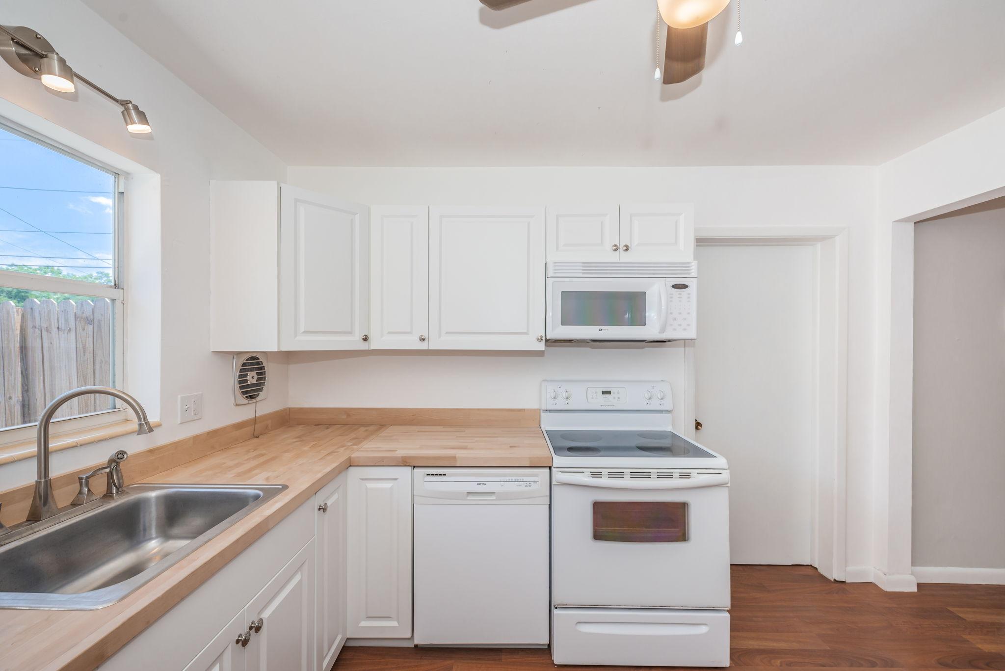 Kitchen 4-3
