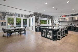708 N Hillcrest Rd, Beverly Hills, CA 90210, US Photo 4